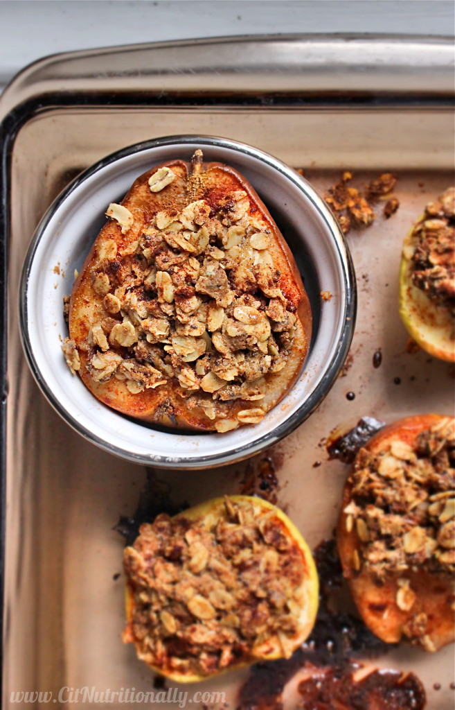 Single Serve Baked Pears with Oatmeal Crumble Topping | C it Nutritionally