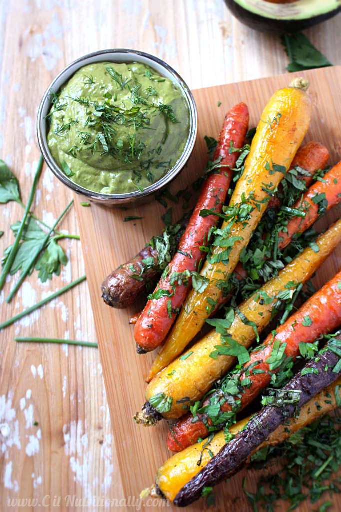 Herb Roasted Carrots with Avocado Dill Dipping Sauce | C it Nutritionally #vegan #glutenfree #MeatlessMonday