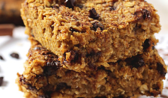 Healthy Chocolate Chip Pumpkin Bread Oatmeal Bars {vegan. gluten free.}