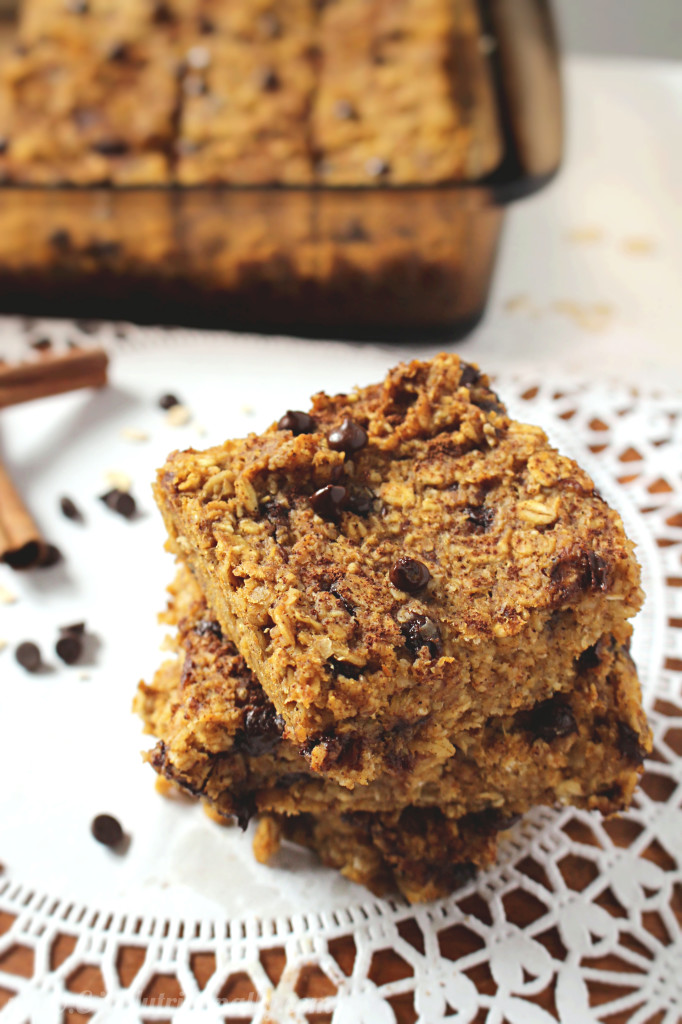 Healthy Chocolate Chip Pumpkin Bread Oatmeal Bars | C it Nutritionally #vegan #meatlessmonday #thereciperedux
