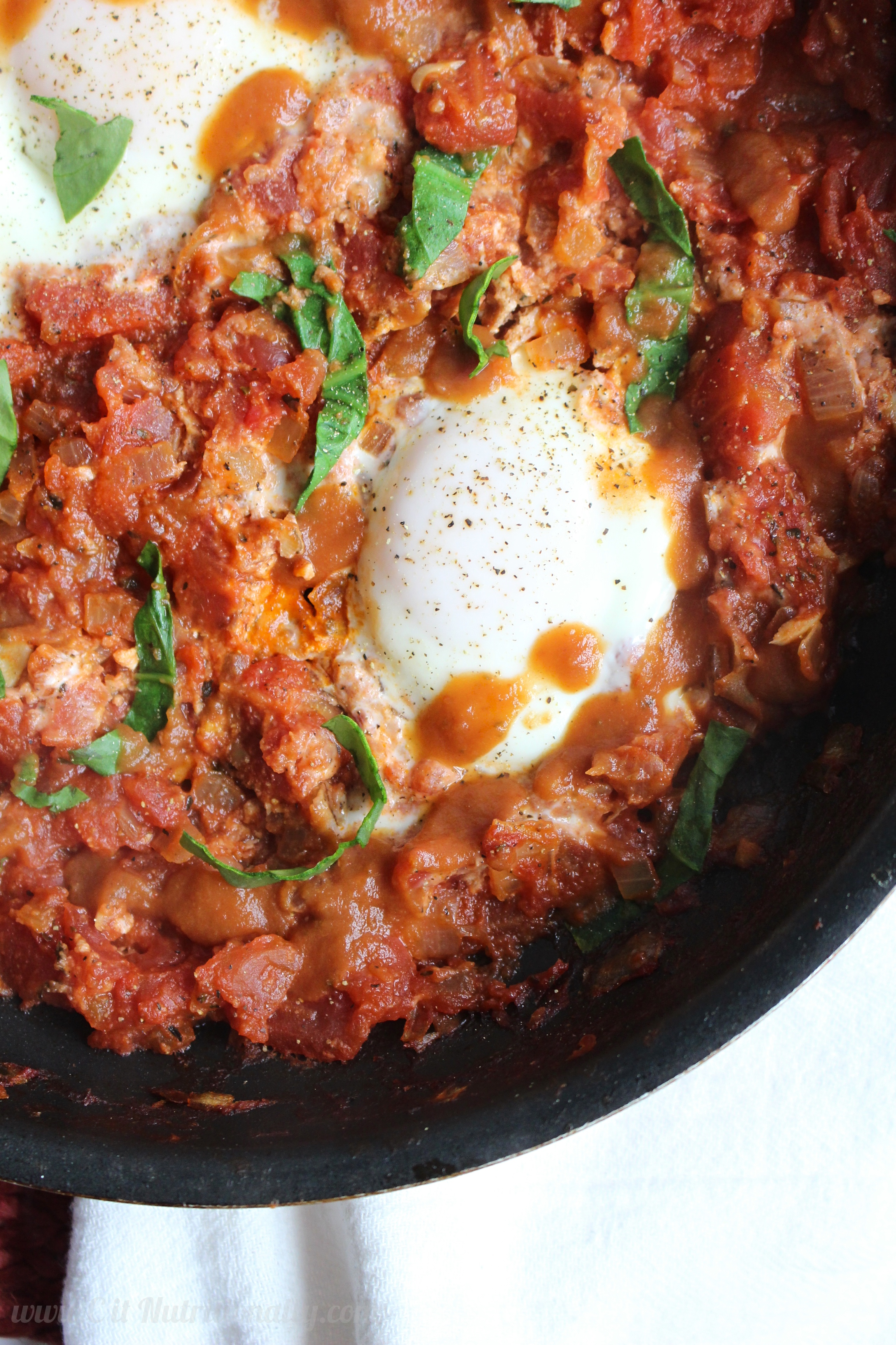 Simple and Spicy Shakshuka | C it Nutritionally #sponsored #brunch #breakfast #healthyeating