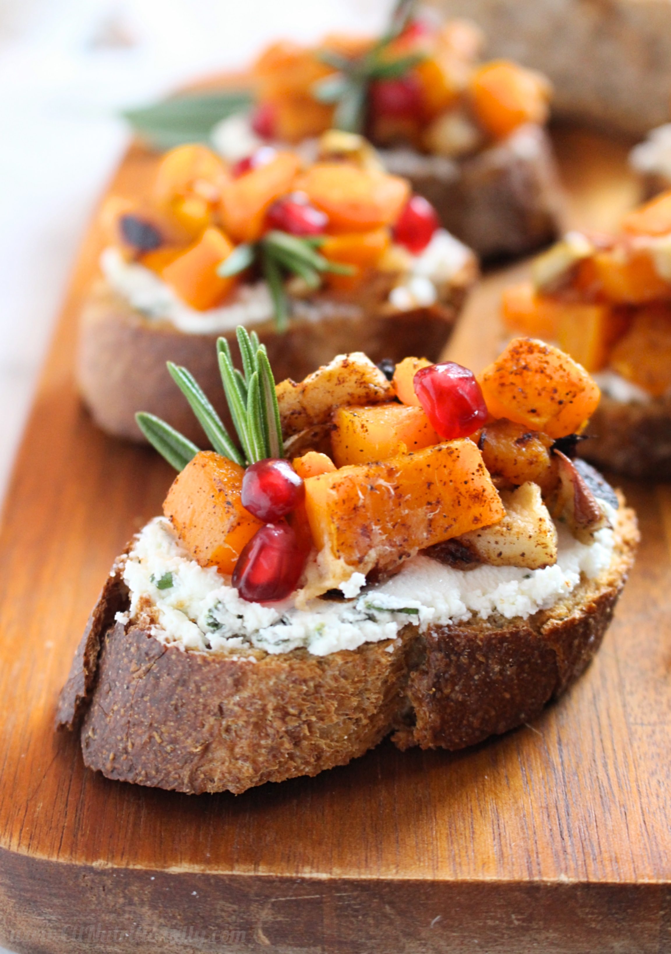 [AD] Roasted Butternut Squash and Herbed Goat Cheese Crostini | C it Nutritionally These Roasted Butternut Squash and Pomegranate Crostini are the perfect fall appetizer to help you entertain for the holidays! Enjoy perfectly caramelized butternut squash and apples, creamy goat cheese with fresh herbs and a sprinkle of pomegranate arils. Vegetarian, Gluten Free option, Egg Free, Soy Free, Nut Free